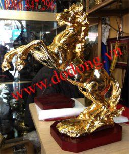 Qùa tặng ngựa mạ vàng cao cấp tại hà nội